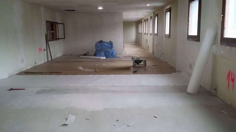 Colocacion-de-laminado-AC4-para-oficinas-2