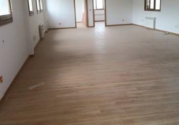 Colocación de suelo laminado para oficinas