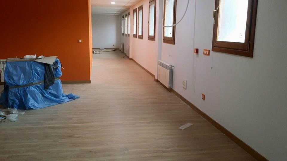 Colocacion-de-laminado-AC4-para-oficinas-5